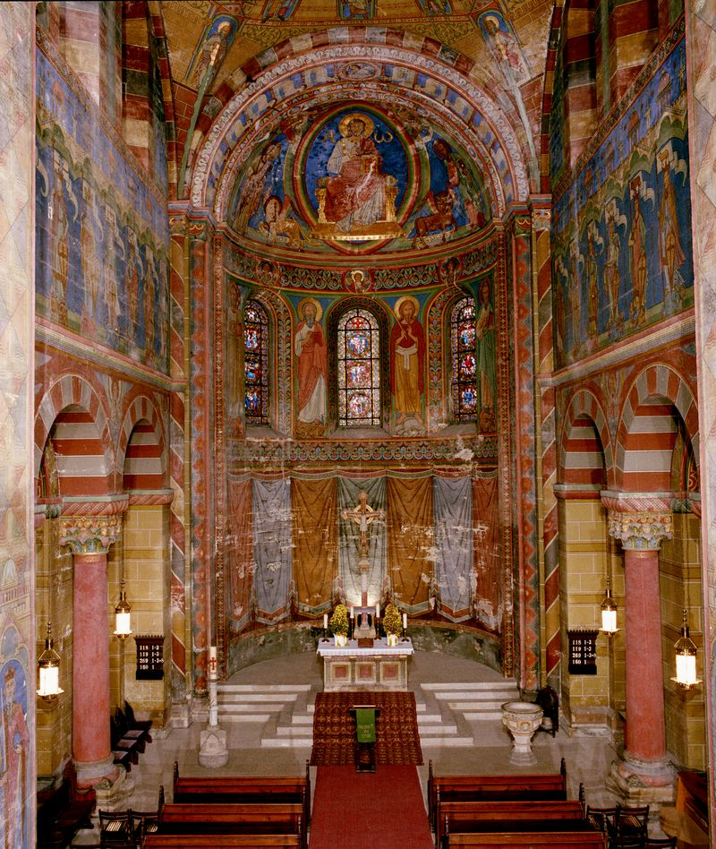 View of the choir, decorated with paintings by Adolf Quensen in 1887-89  (photo 1994, © Deutsches Bergbaumuseum Bochum).